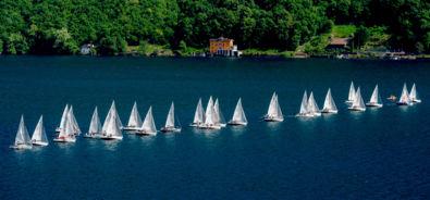 Barche a Vela sul lago