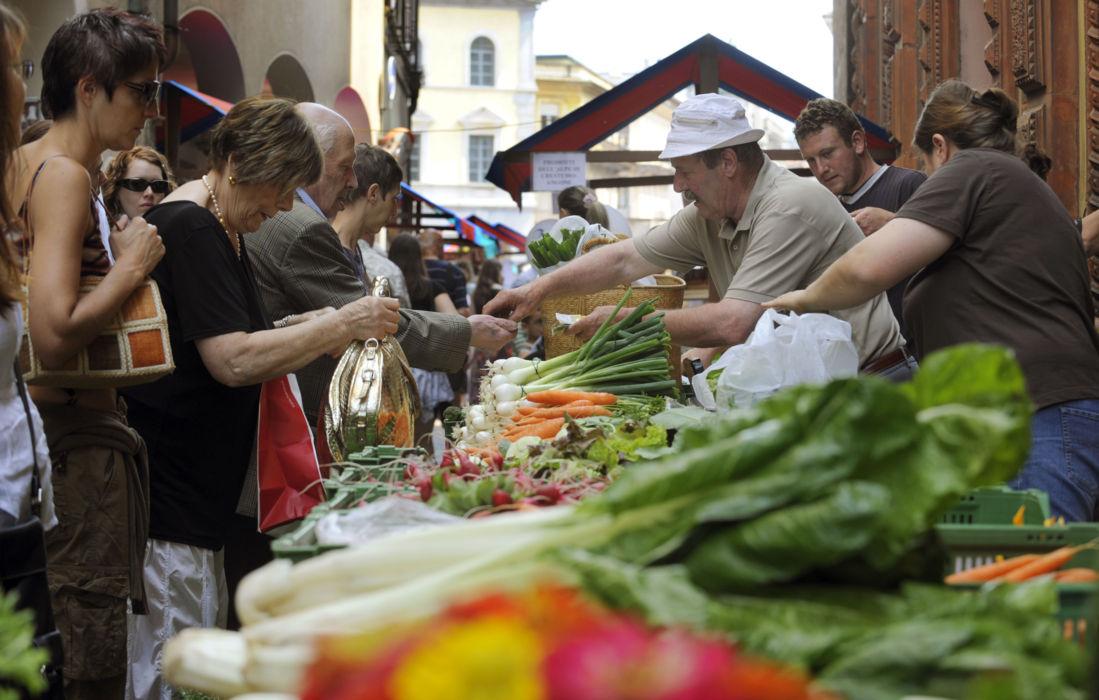 luino markt italien